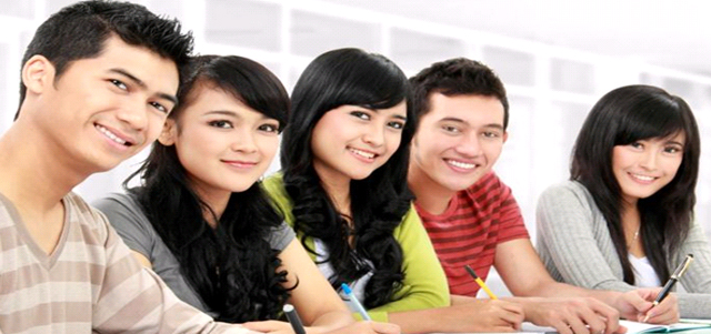 Many foreign students supplement their learning with English classes.